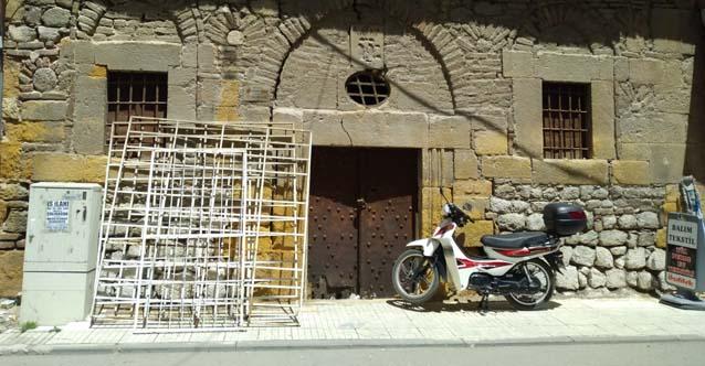 Türkiye'deki Ermeni Kilisesi depo olarak kullanılıyor